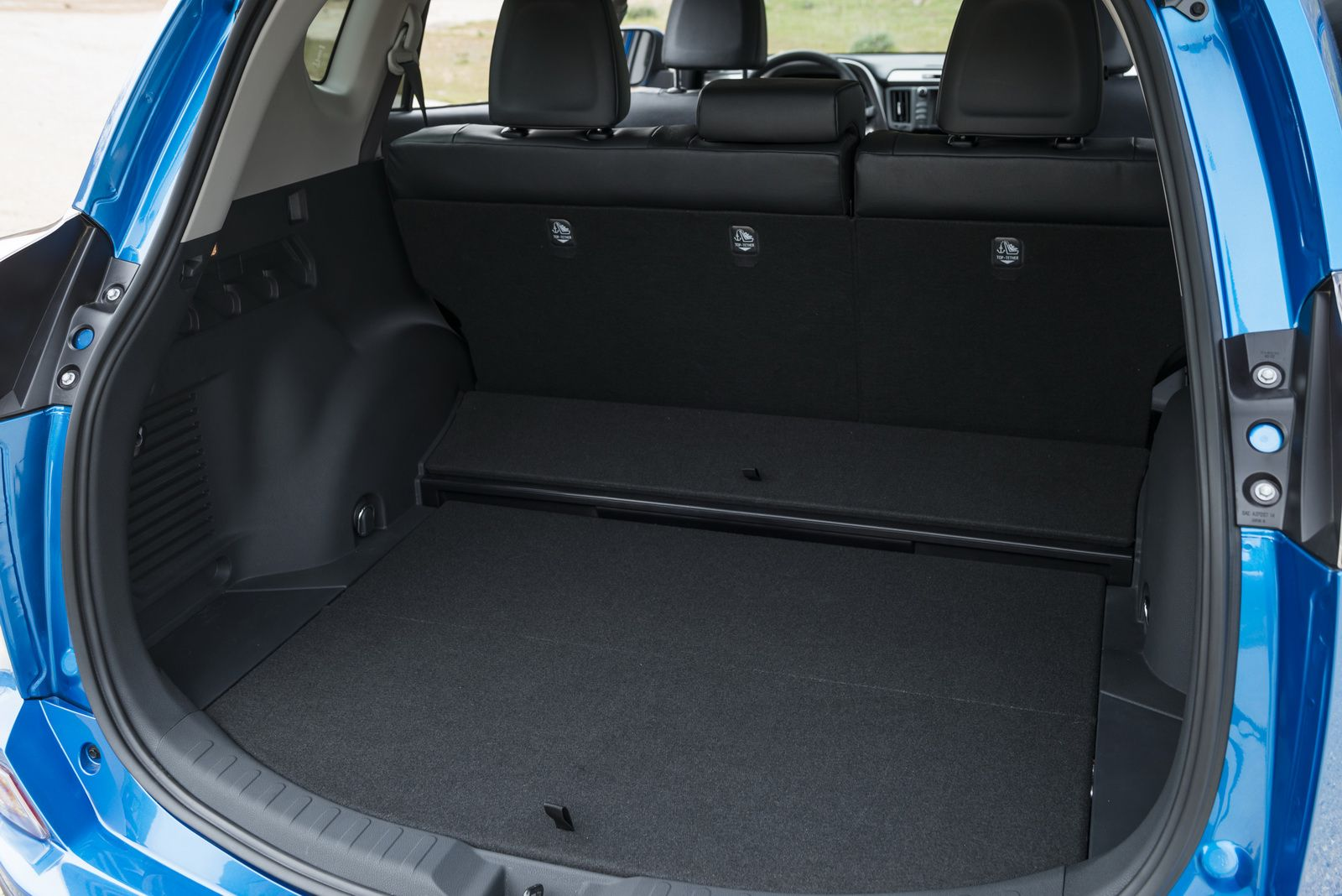 2016 toyota rav4 hybrid updated styling baggage view