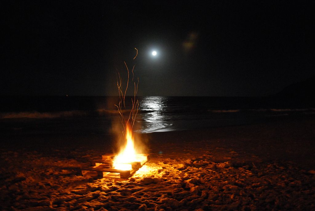 Noite Com Fogueira Na Praia Cool Pictures Beach Fire Nature