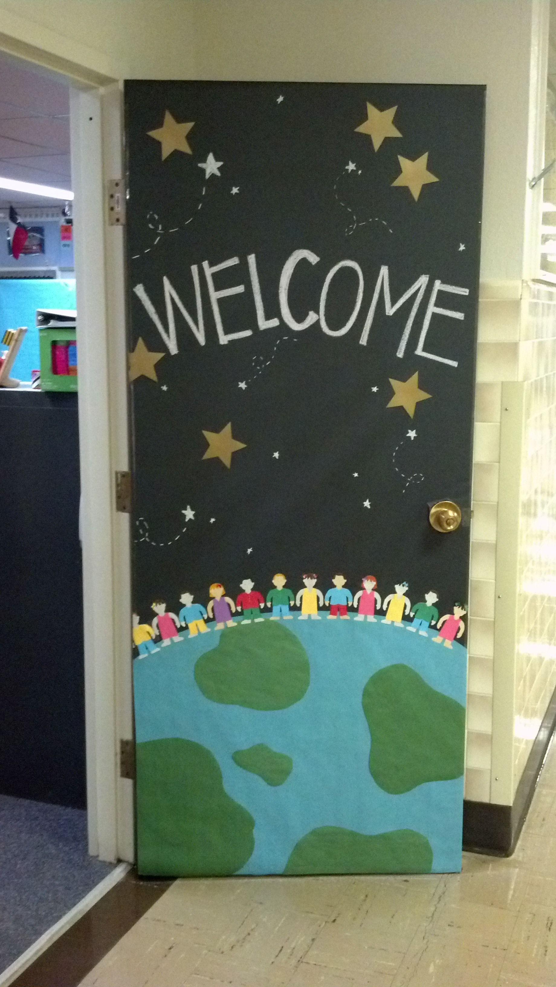 Déco porte planète Gijou à la maternelle