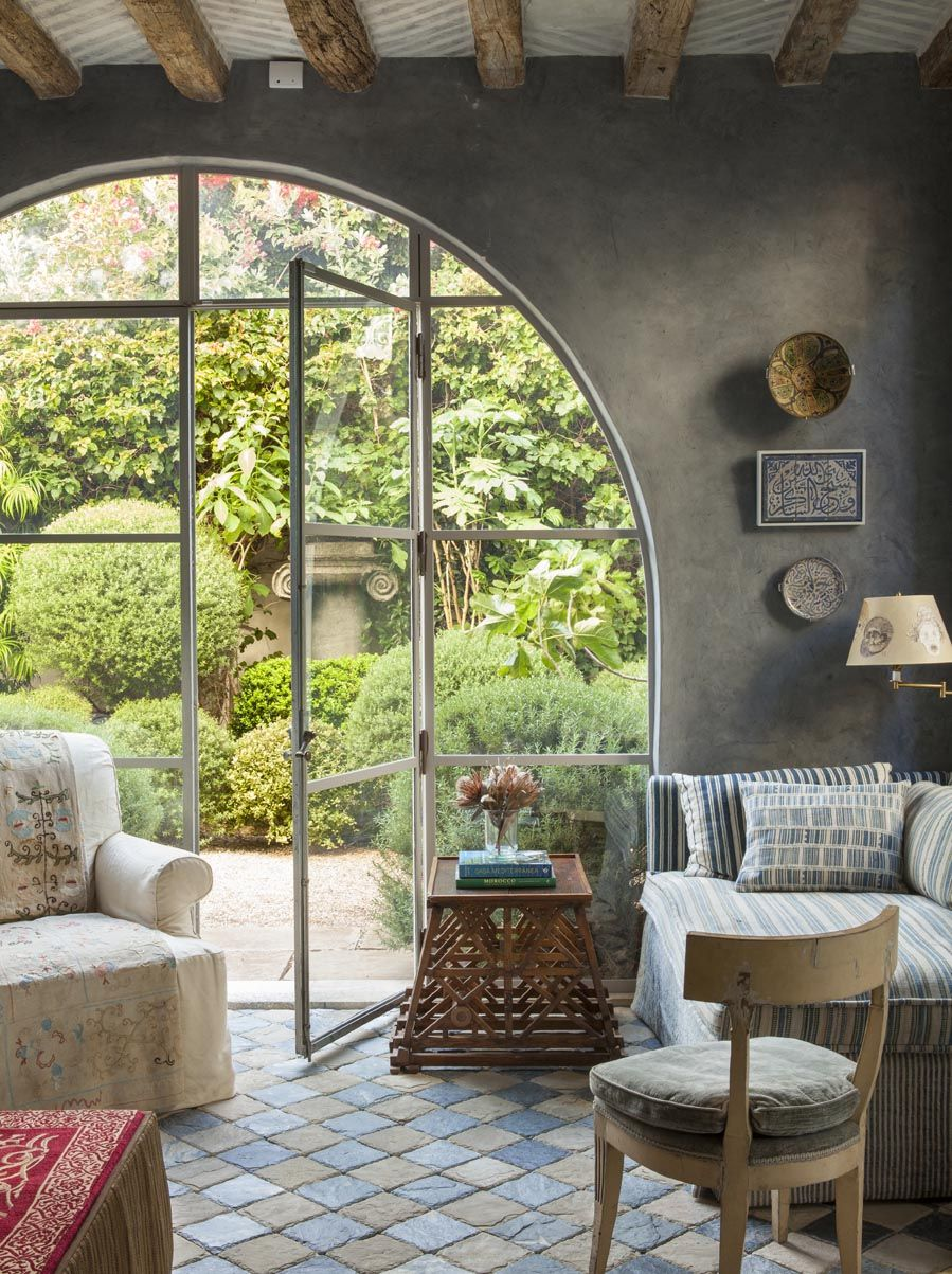 Richard Shapiro created a romantic villa with a splash of Mediterranean style ...