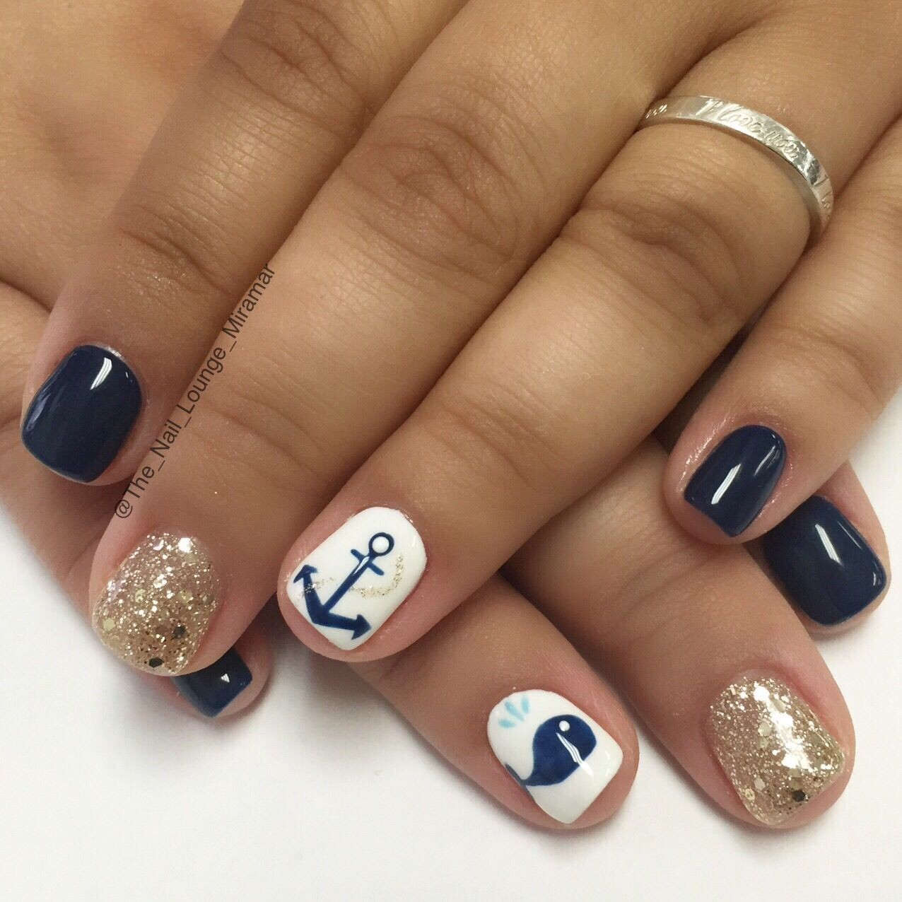 anchor whale cruise nail art design