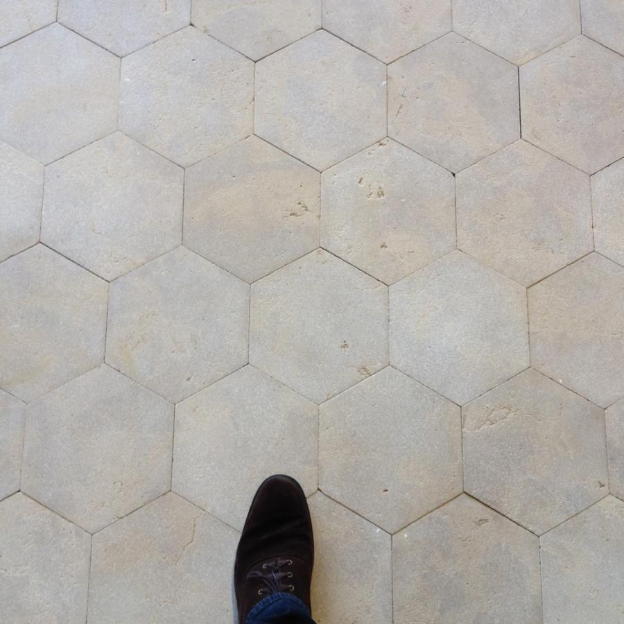 Dallage Hexagonal en Pierre calcaire - Pierre naturelle  BCA