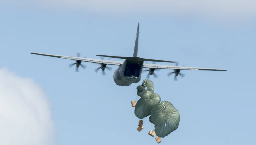 US Air Force in 'Operation Christmas Drop' Us air force