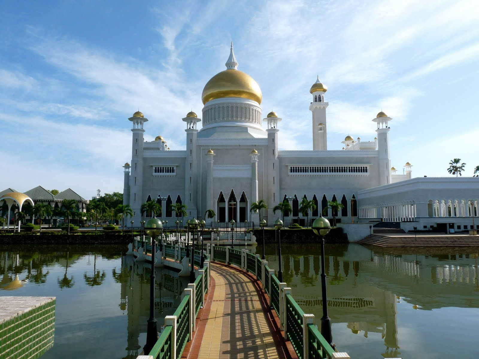 Brunei Wonders Of The Old World Mosque Places Around The World Wonders Of The World