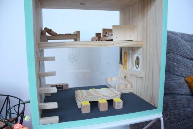 maison de poup e faire soi m me in sylvanian pinterest doll houses dolls and sylvanian. Black Bedroom Furniture Sets. Home Design Ideas