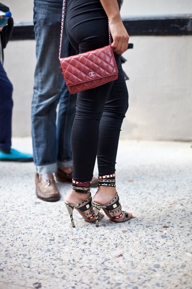 ON THE STREET | Red CHANEL Quilted Bag - WILLIAMYAN.COM - Blog - WILLIAMYAN.COM
