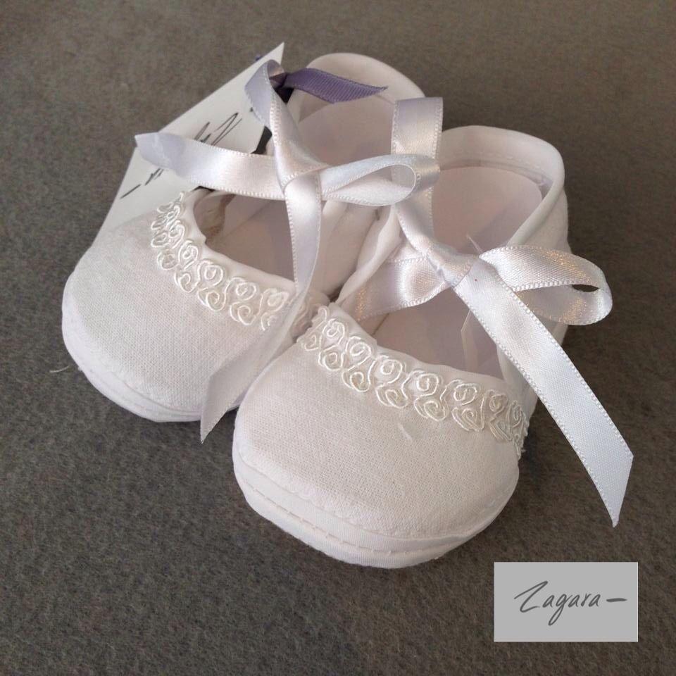 Zapatitos de tela con aplicados y listón para bebé. Distintos modelos y distintas tallas.