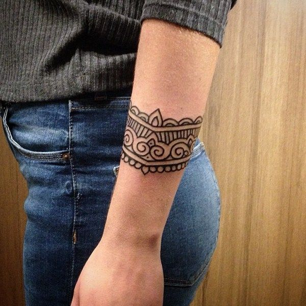 armband tattoo mit maori motiven tatouages pinterest. Black Bedroom Furniture Sets. Home Design Ideas