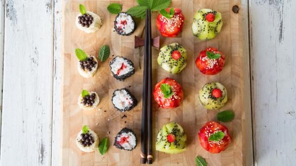 Sushi for dessert? No we're not crazy, we promise these recipes are really delicious #dessertsushi