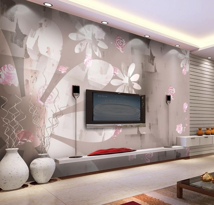 Tapete in Pastellfarben mit Blumenmotiven für die Wohnzimmerwand ...