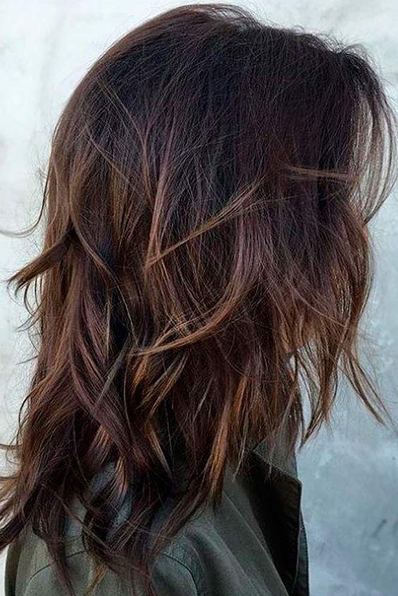 Une coiffure en couches de longueur moyenne est un bon choix car elle conviendra à tout le monde … – La …
