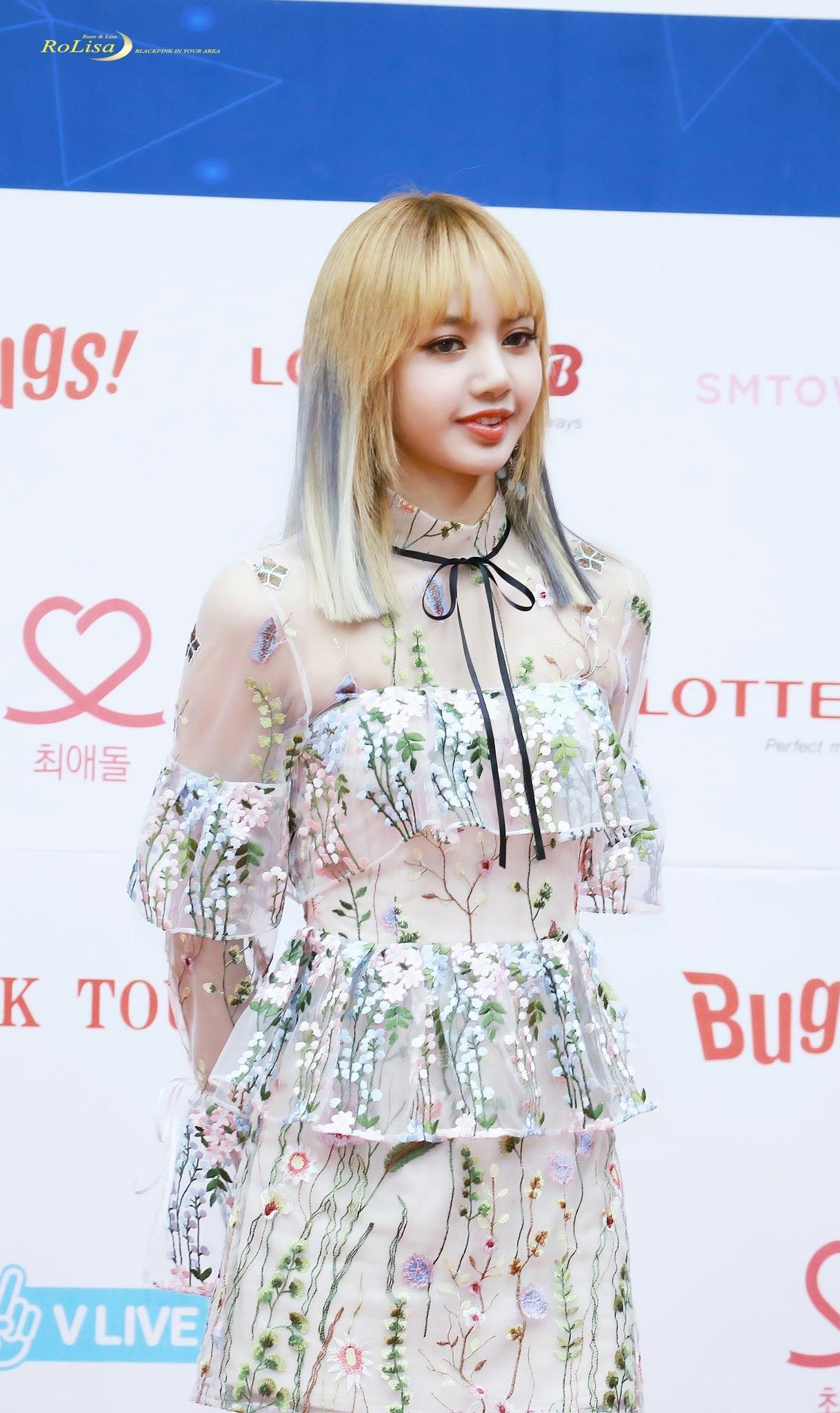 BLACKPINK Lisa\u0027s Stuns Crowd With Her Beauty In See,Through Dress \u2014 Koreaboo