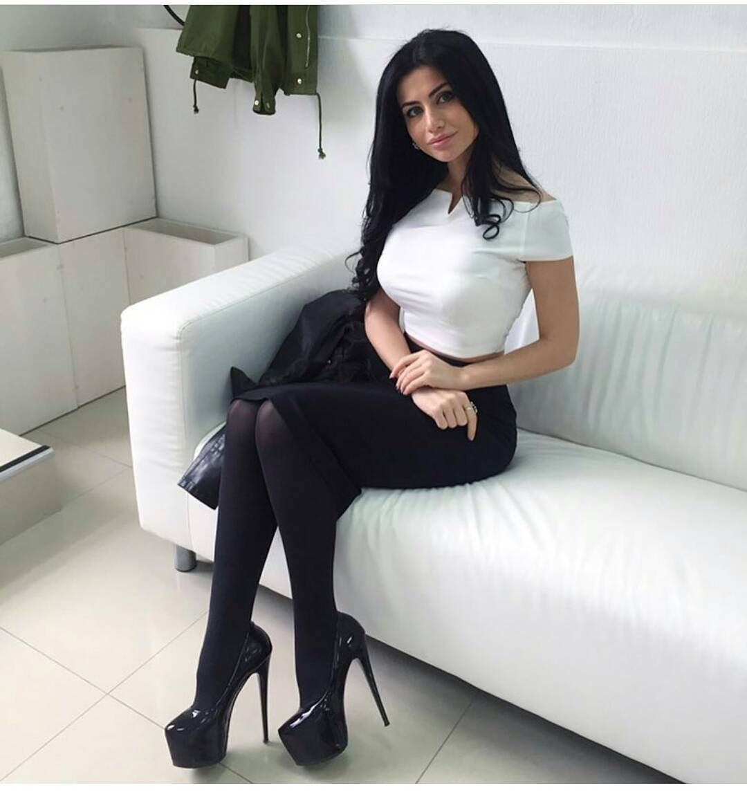 high hill milf women High heels are the ultimate trendsetter when it comes to women's fashion shop sexy high heels at cheap discount prices everyday at amiclubwear find hot 6 inch heels at discount prices for summer, shop cheap 6 inch heels and find the perfect pair today.