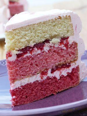 Layer cake aux framboises, crème au beurre à la meringue ...