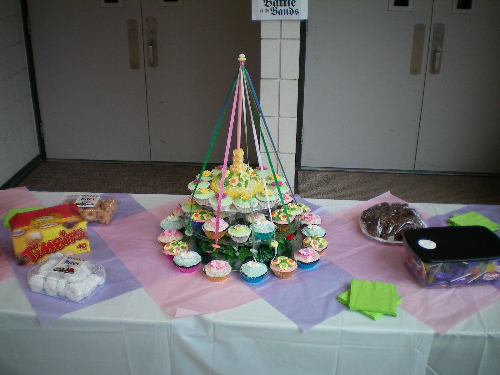 Mrs  Buttercream Cake Decorating : May Pole Cupcake Tower Mrs. Buttercream Cake Decorating ...