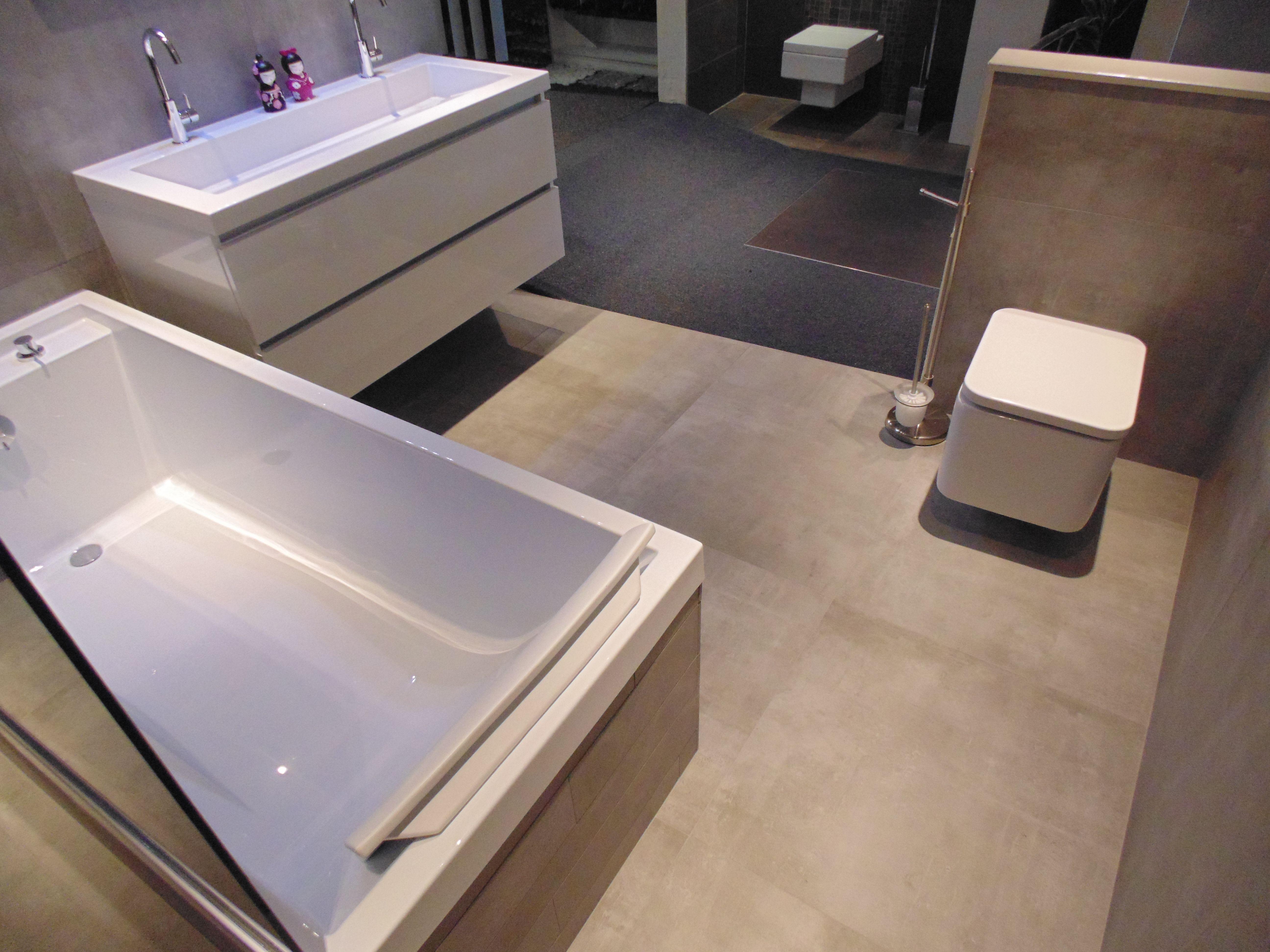 Badkamer opstelling met betonlook tegels | Betonlook tegels | Pinterest