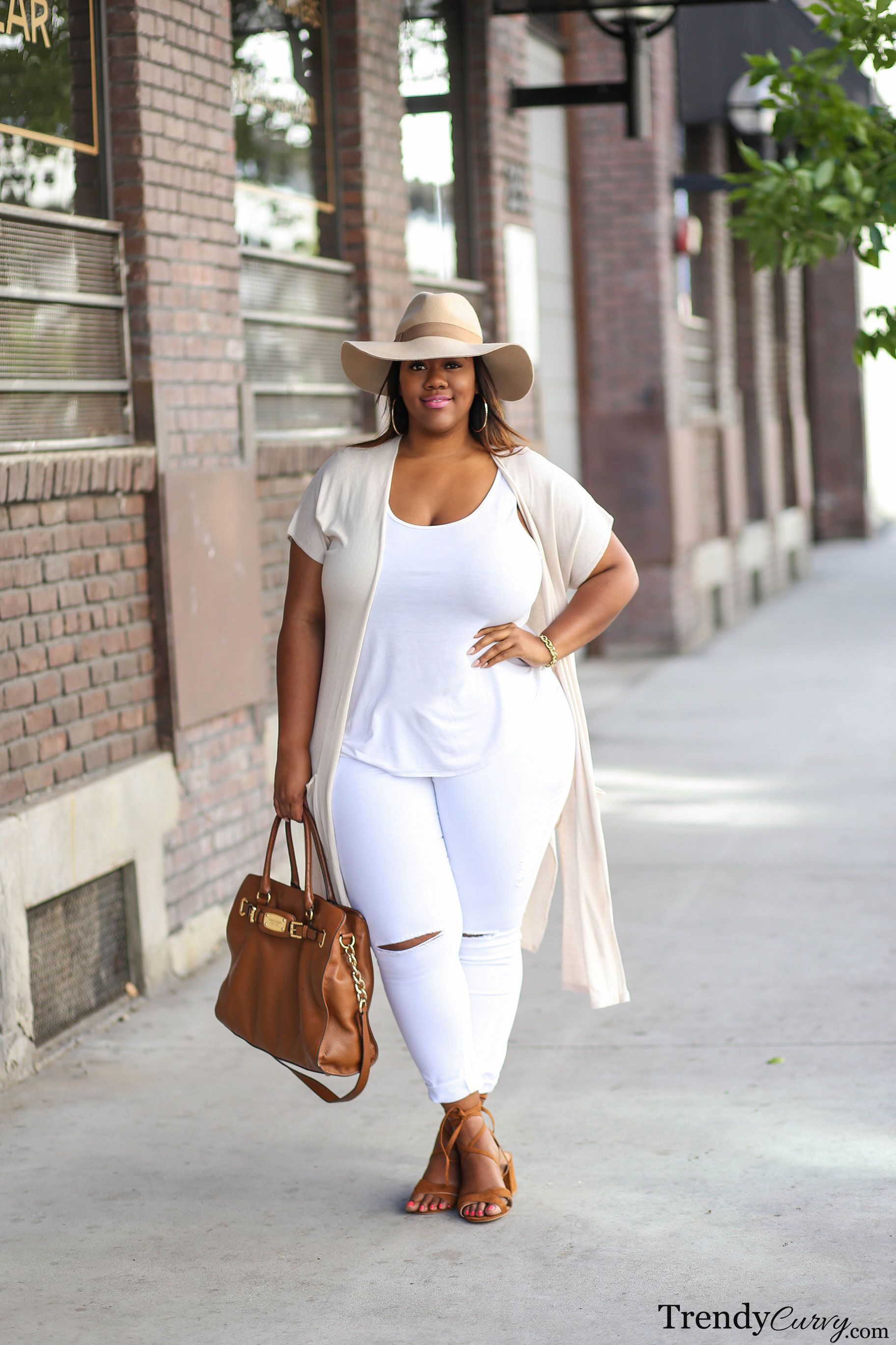 Neutralize | Curvy Girls | Plus size outfits, Fashion, All white outfit