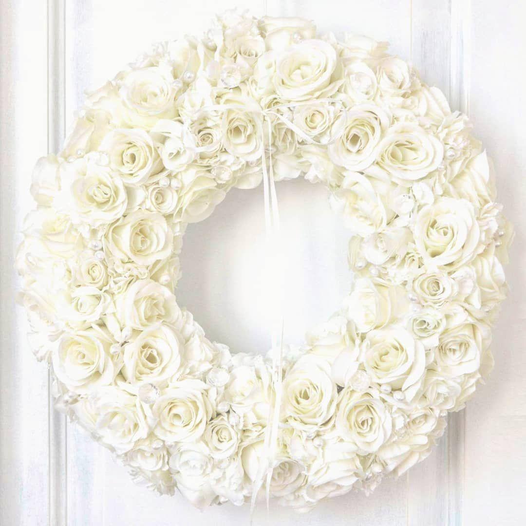 New The 10 All Time Best Home Decor Right Now Apartment By Elisa Arp Wianek Z Bialych Roz Subtelny I Bardzo Eleganck Rose Wreath Burlap Wreath Wreaths
