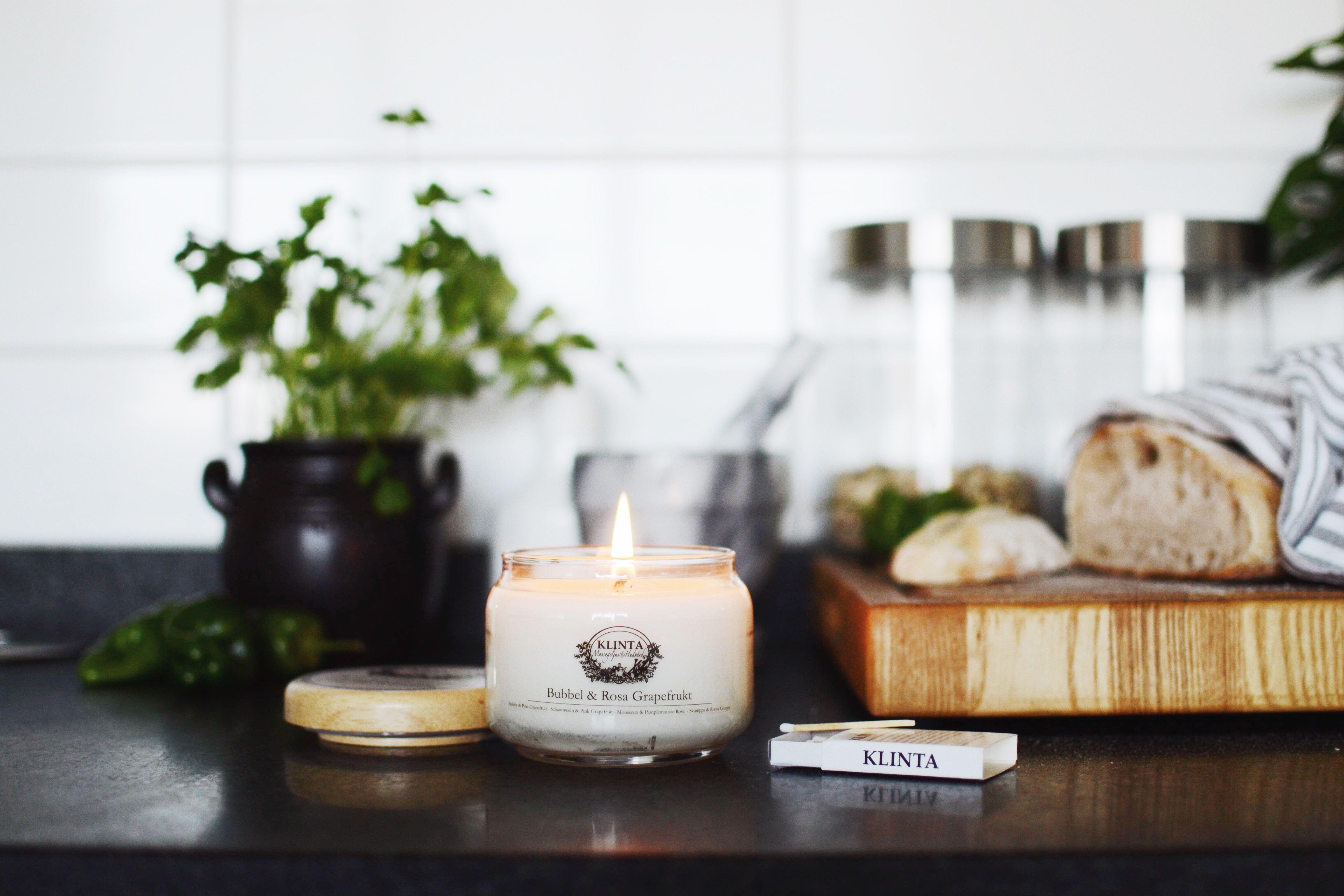 Den varma oljan som bildas när ljuset brinner kan användas som massageolja. När oljan tagit slut kan glasburken med fördel användas till inläggningar, sylter och annat gott.
