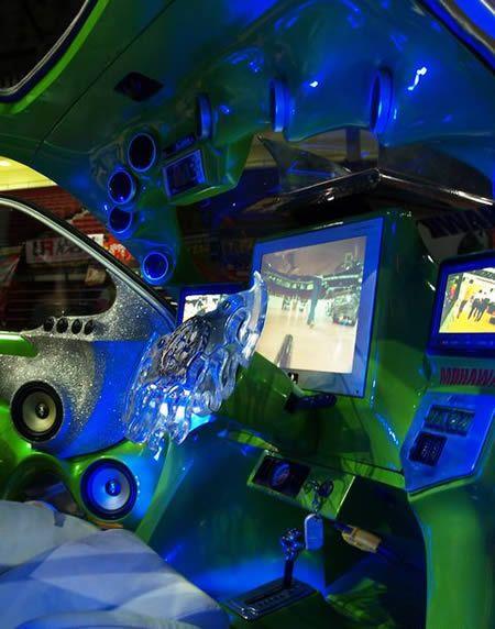 12 Craziest Pimped Car Interiors   )