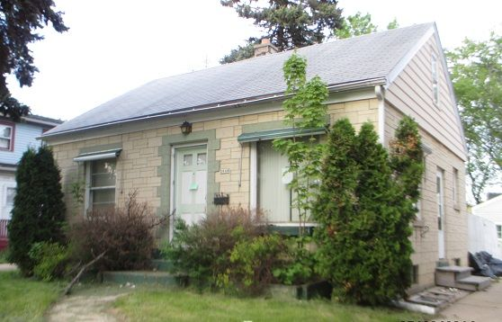 Just Listed! Cute Cream-Brick Cape Cod For Sale in Milwaukee WI. 3bd/1ba, Detached Garage, Side Drive, Fenced Yard, LL Rec Room, awaits your updates. Reference MLS 1368412.