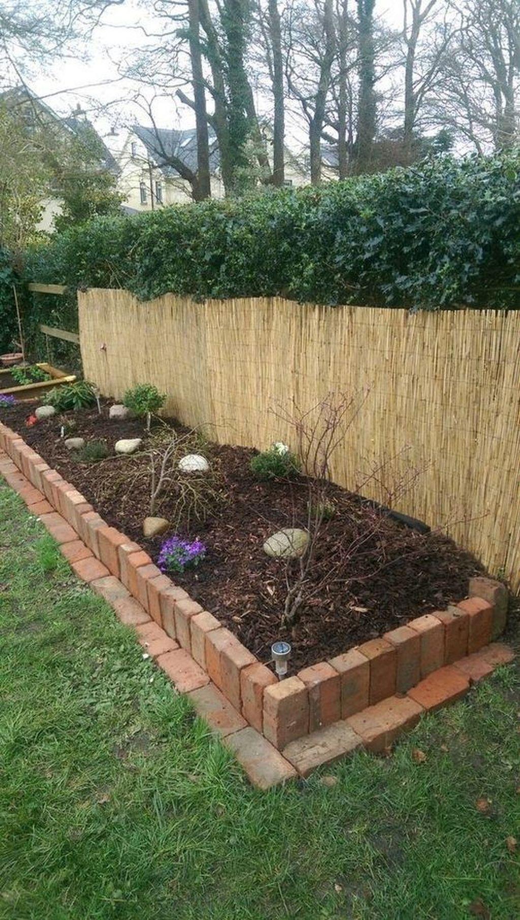 20 Upeita Puutarharaja Ideoita Pukeutumaan Maisemareunukseesi Brick Landscape Edging Brick Garden Edging Brick Garden Backyard border landscaping ideas