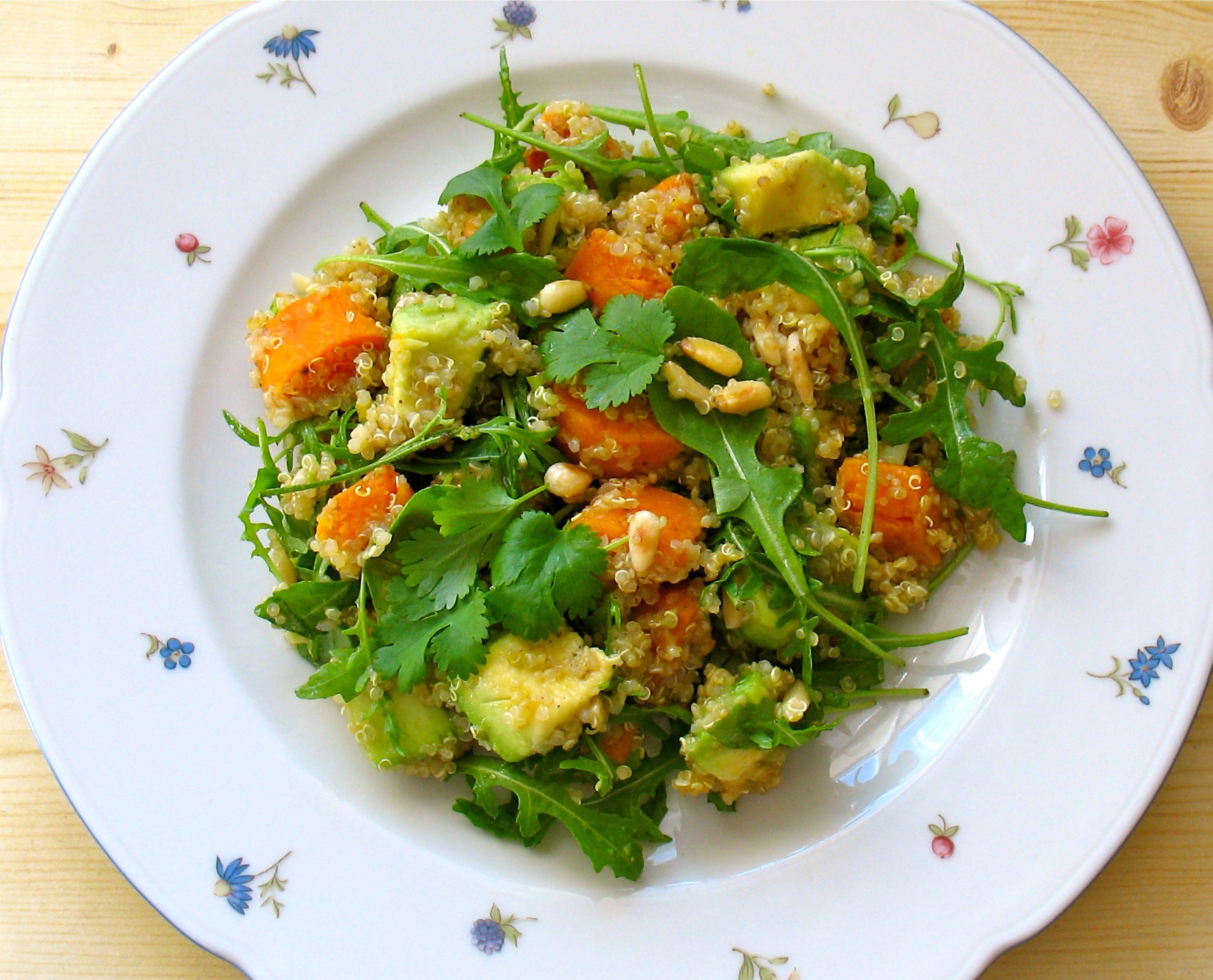 Quinoa Salat Mit Ruccola Gebratenen Su Kartoffeln Und