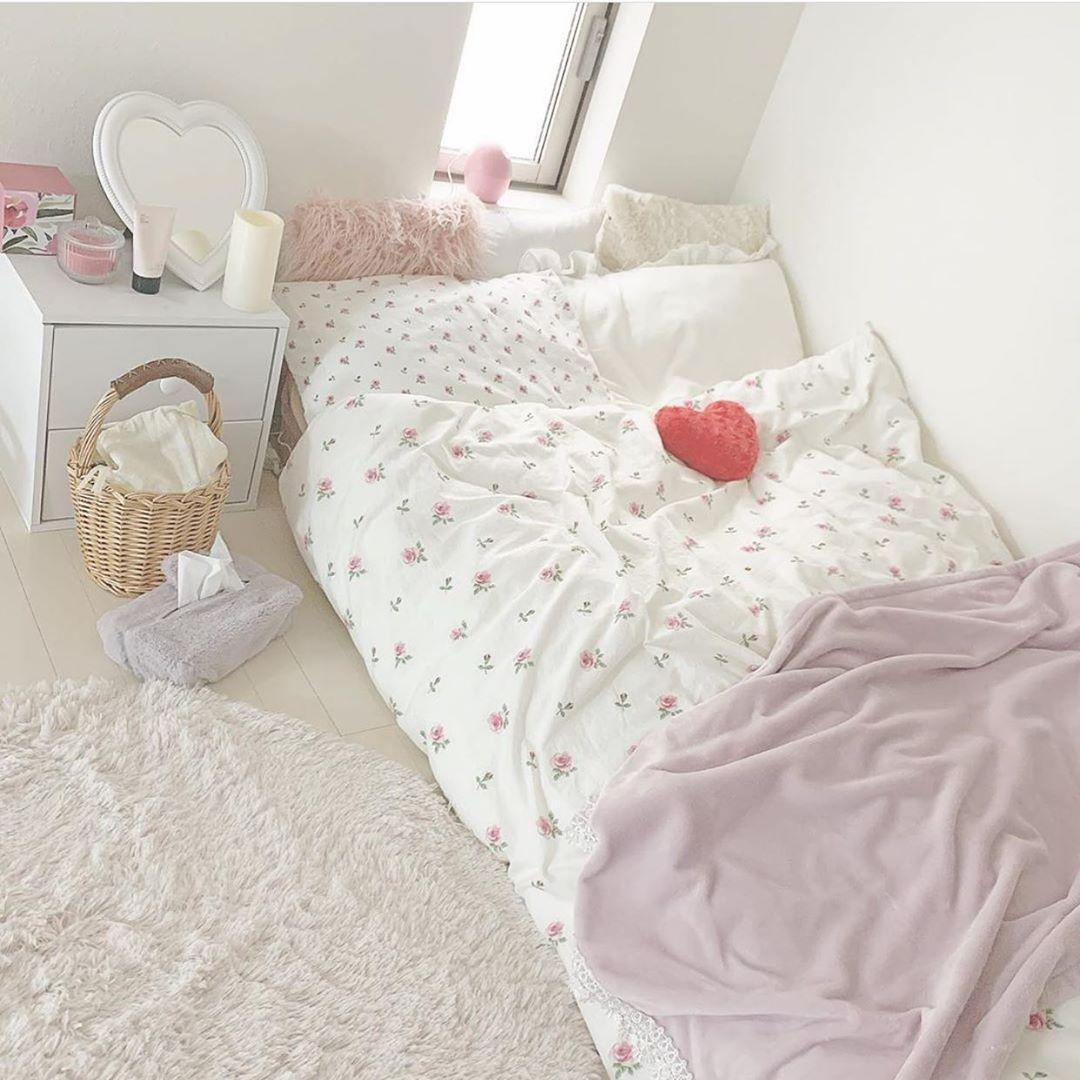 "Photo of 快眠ちゃん@ベッドルームおとめも on Instagram: ""@oshio_room さんのベッドルーム紹介♡ .  パステルカラー詰め込んだ寝室🥰 # 一人暮らし#一人暮らし部屋 #一人暮らしインテリア#一人暮らし女子 #ベッドルーム#寝室#ベッドルームインテリア"""