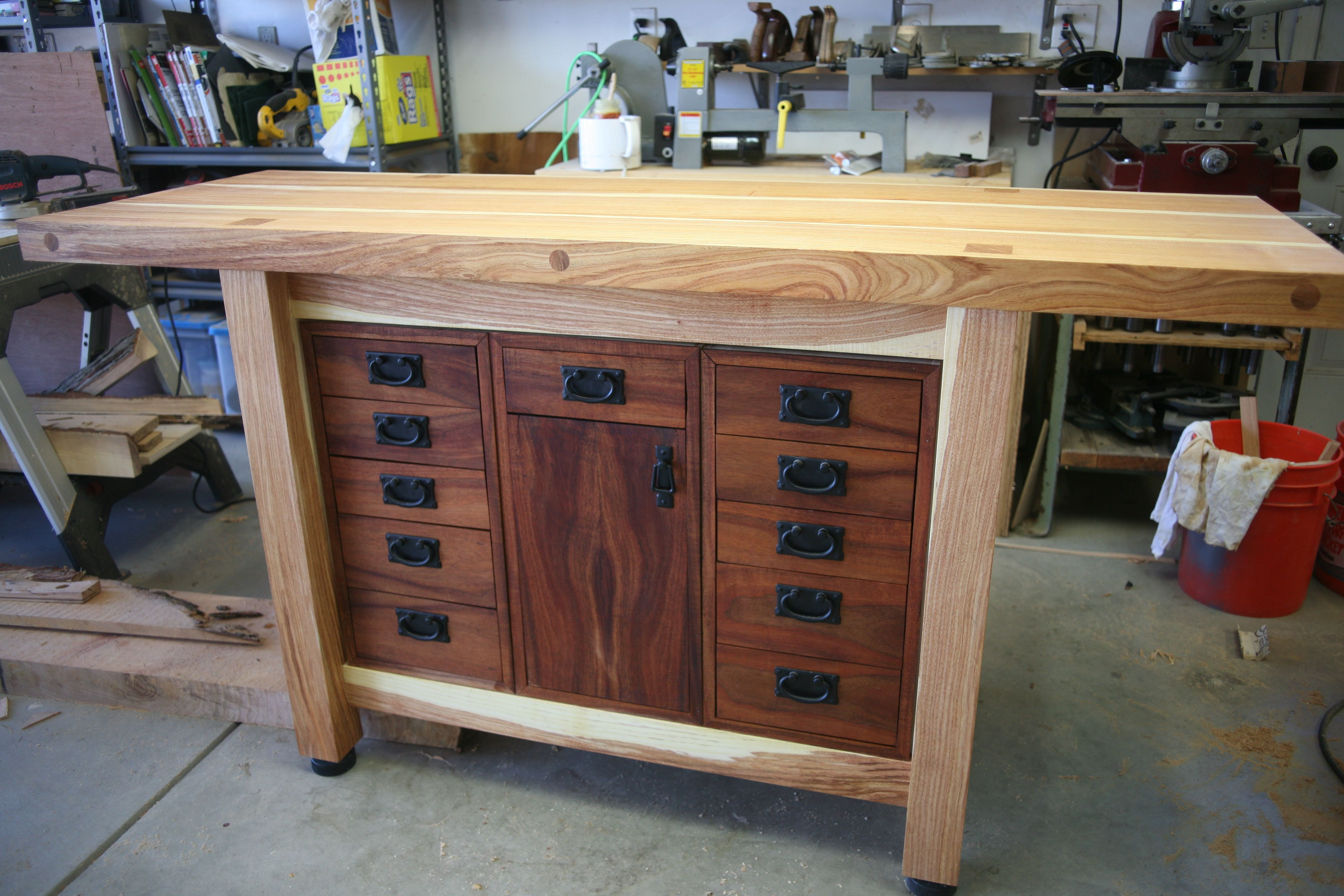 Black And Very Green Locust Workbench Reader S Gallery Fine Woodworking Woodworking Bench Woodworking Tools Storage Woodworking Projects