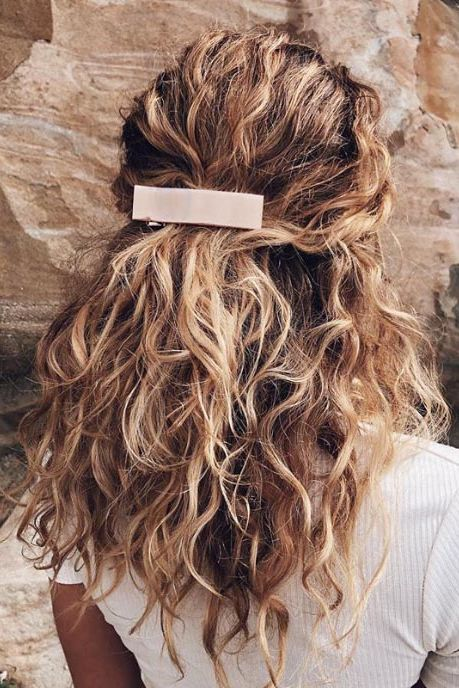 Photo of 17 Beautiful Ways to Style Blonde Curly Hair