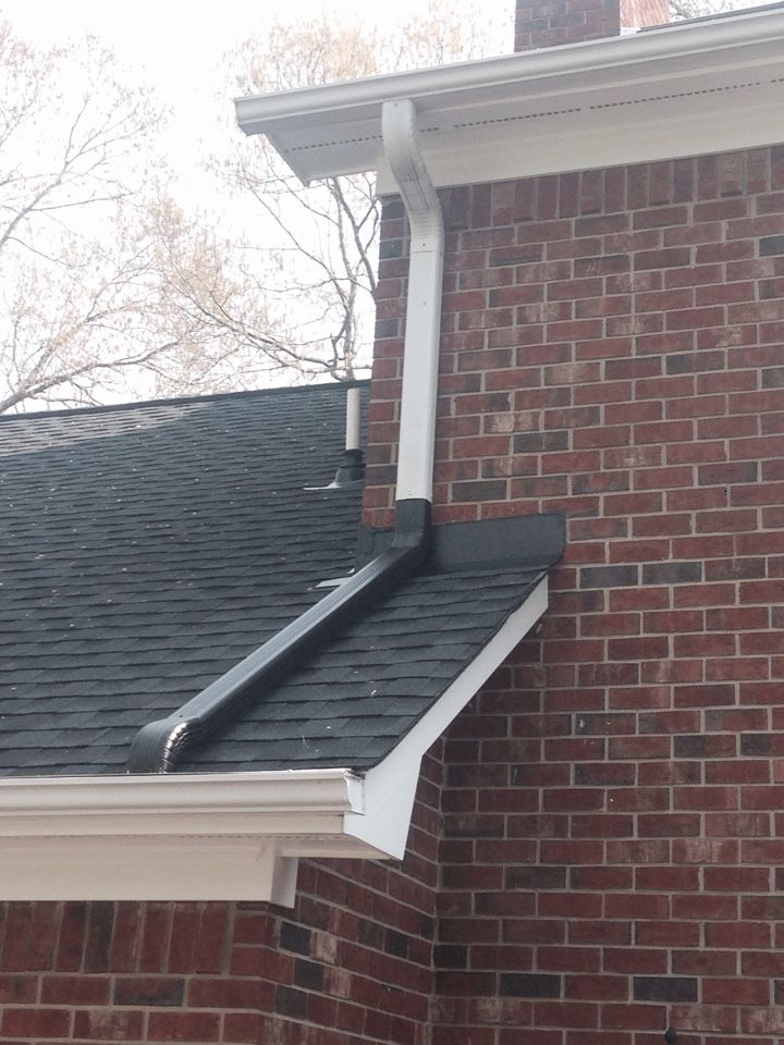 Proper Downspout On Roof This Is A Common Mistake Which Will Lead To Premature Roof Wear What Exterior House Renovation How To Install Gutters House Exterior