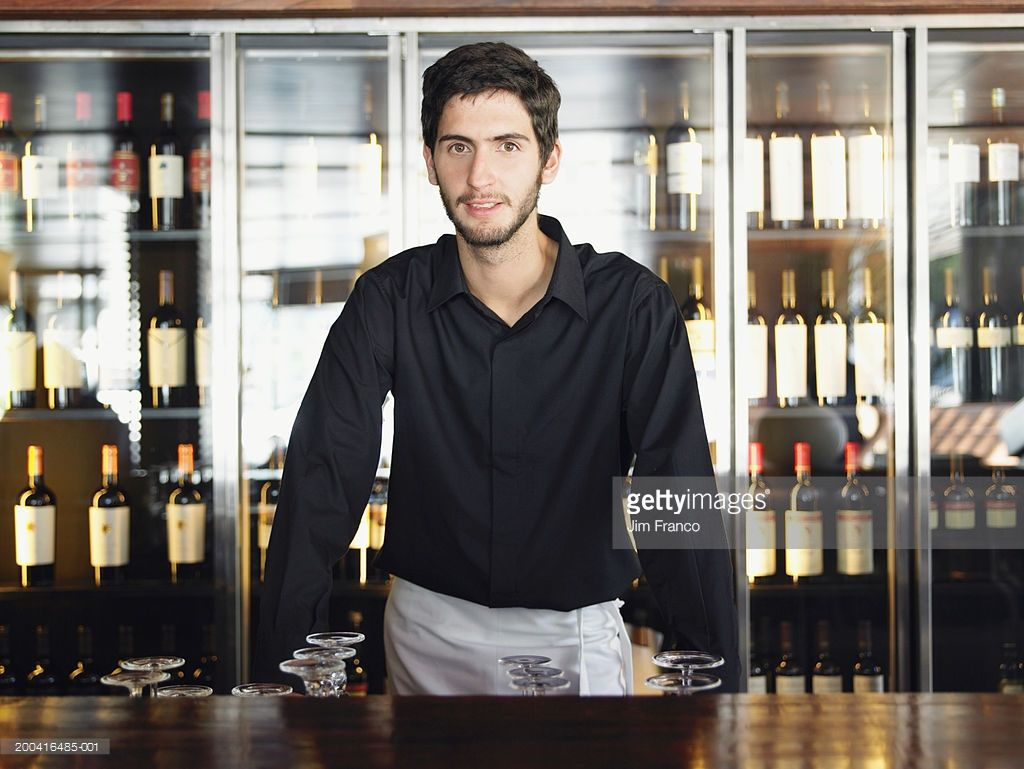 Foto de stock : Bartender standing behind counter