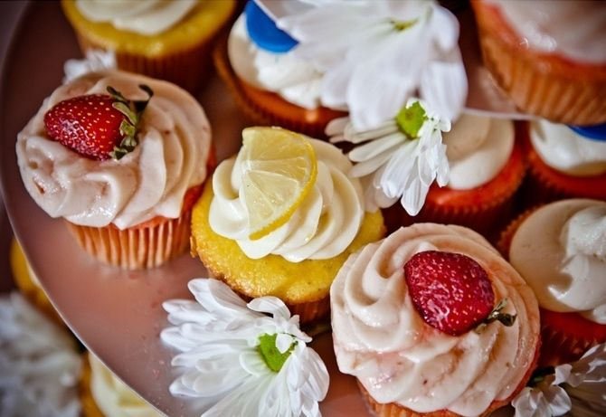 Country Wedding Lemon and Strawberry Cupcakes.
