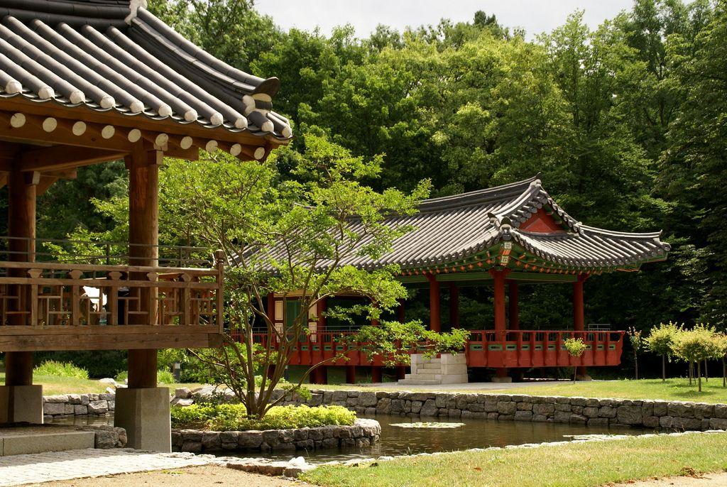 Frankfurt Koreanischer Garten Pflaumenlaube Und Morgentau Pavillon Korean Garden Plum And Morning Dew Pavilions Outdoor Structures Pergola Outdoor