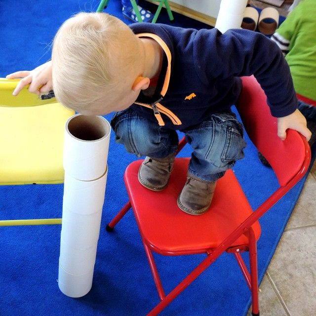 How will you play with scrap materials today? Photo credit @Teach_Preschool.                                     Gloucestershire Resource Centre http://www.grcltd.org/scrapstore/