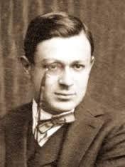 Tristan Tzara, rumeno, venuto a Zurigo per studiare filosofia, uno dei sostenitori del gruppo Dada.
