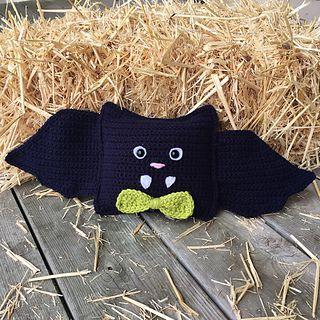Little Bat Creepy Cuddler pattern by Victoria Stewart