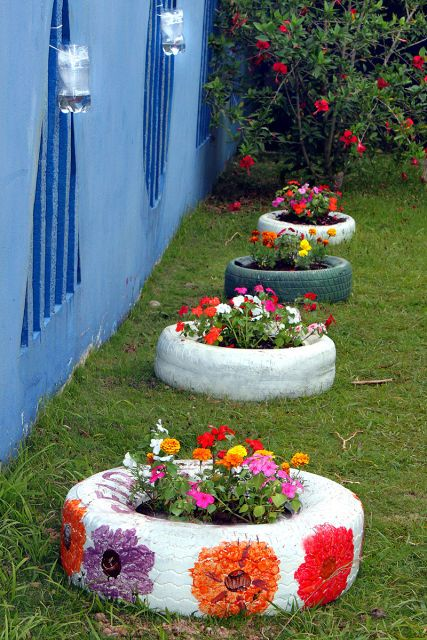 jardim com pneu pintado u2026 reciclagem Jardi u2026 -> Jardins Decorados Com Pneus