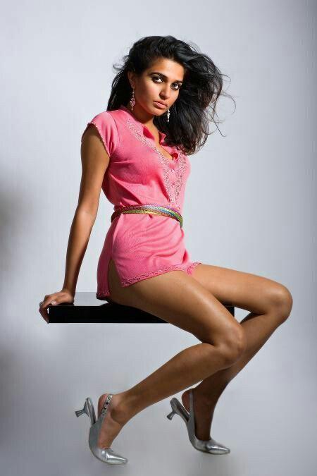 Nadia Ali : MiddleEasternHotties