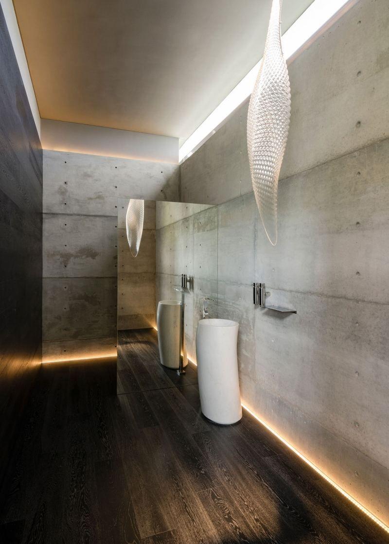 Sichtbeton Wande Und Holz Bodenbelag Durch Beleuchtung Betont Wc Design Indirekte Beleuchtung Badezimmereinrichtung