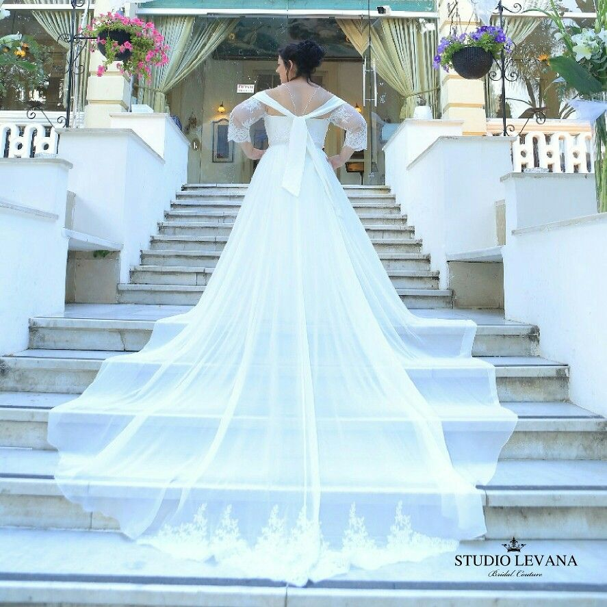 Plus size wedding dress that will make your jaw drop. Real bride ...