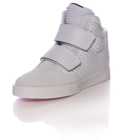03ef4be21037 NIKE+High+top+men s+sneaker+Dual+Velcro+strap+closure+Reflective+metallic+underlay+Perf+for+ventilation+Textured+ toe+box+spikes+Padded+ankle+supports