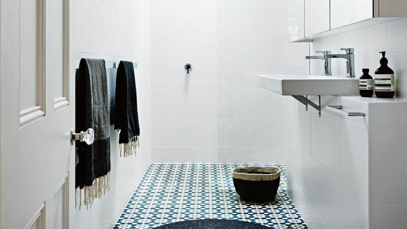 8 Clever Tricks On How To Make A Small Bathroom Look Bigger Small Bathroom Inspiration Small Bathroom Small Bathroom Remodel