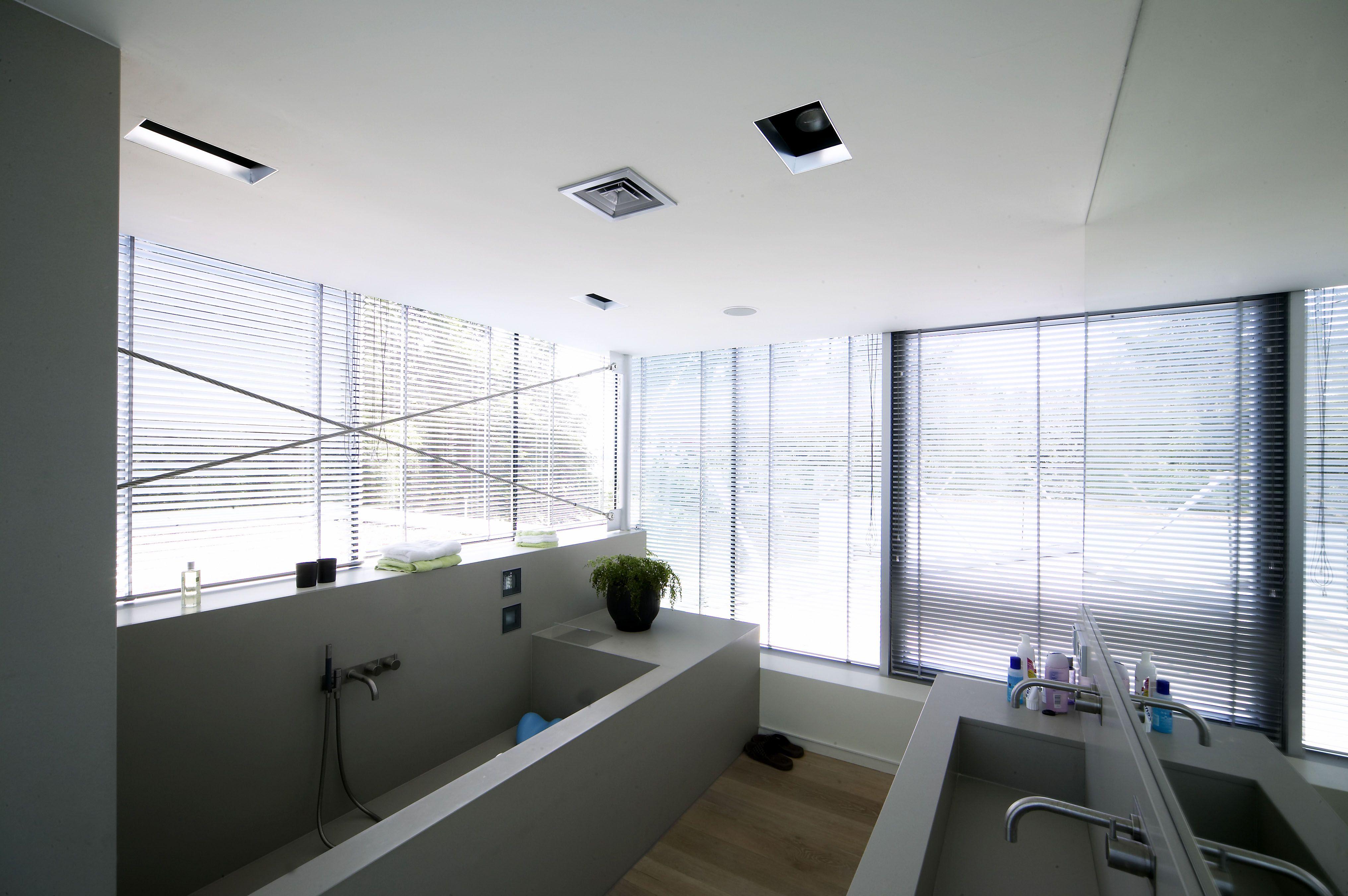 Solid Surface Badkamer : Badkamerverlichting rvs born stoere badkamer met rvs hout en
