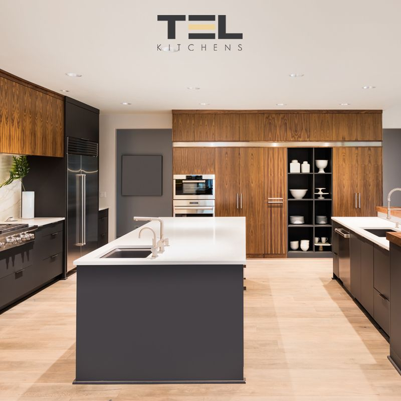 This Modern Kitchen Design Integrates Oak Wood Cabinets Stained With Early American Dark Streaks Pai In 2020 Traditional Kitchen Kitchen Planner Modern Kitchen Design