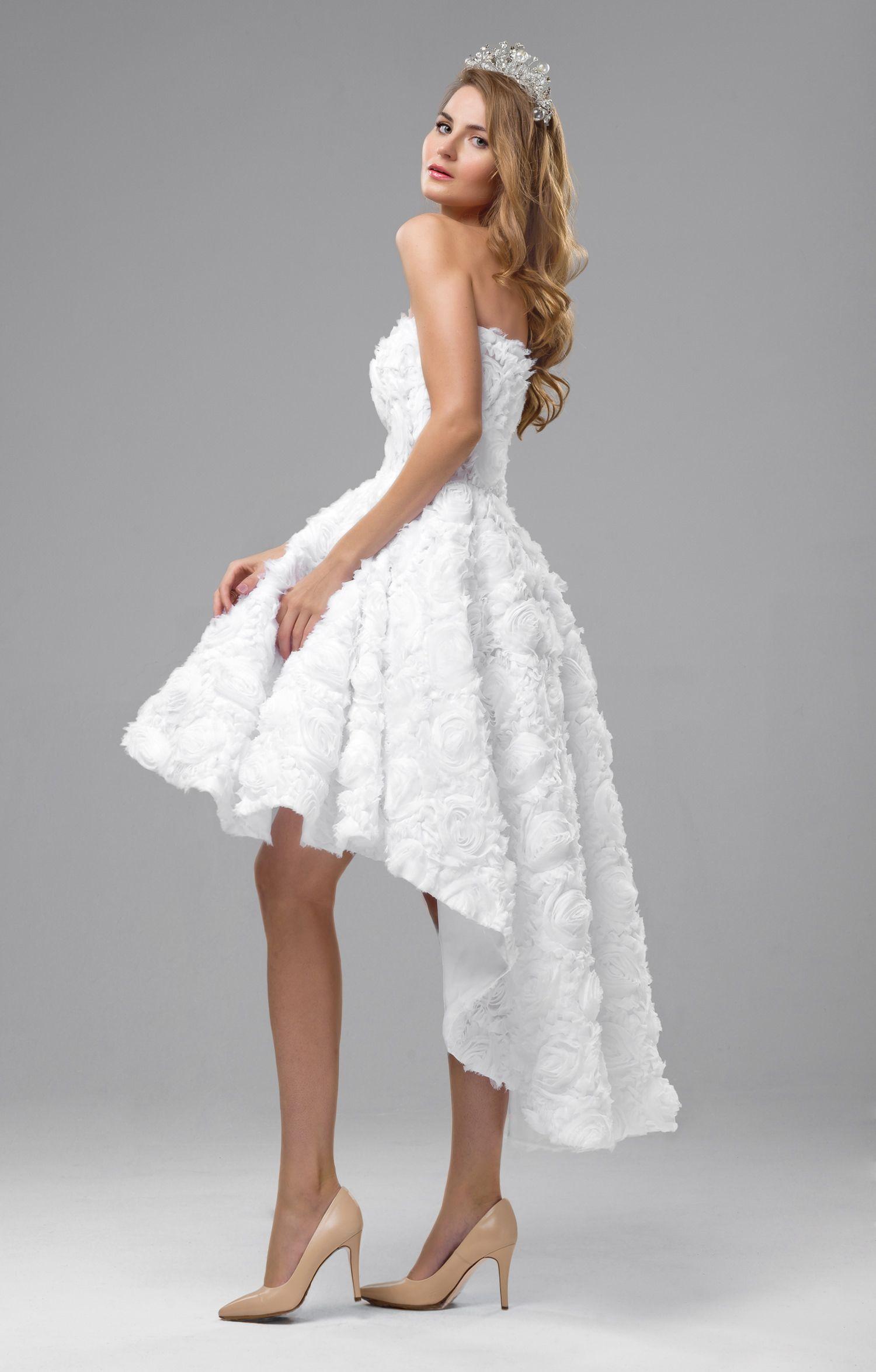 """Das Brautkleid """"Feray"""" betört durch einen voluminösen ..."""