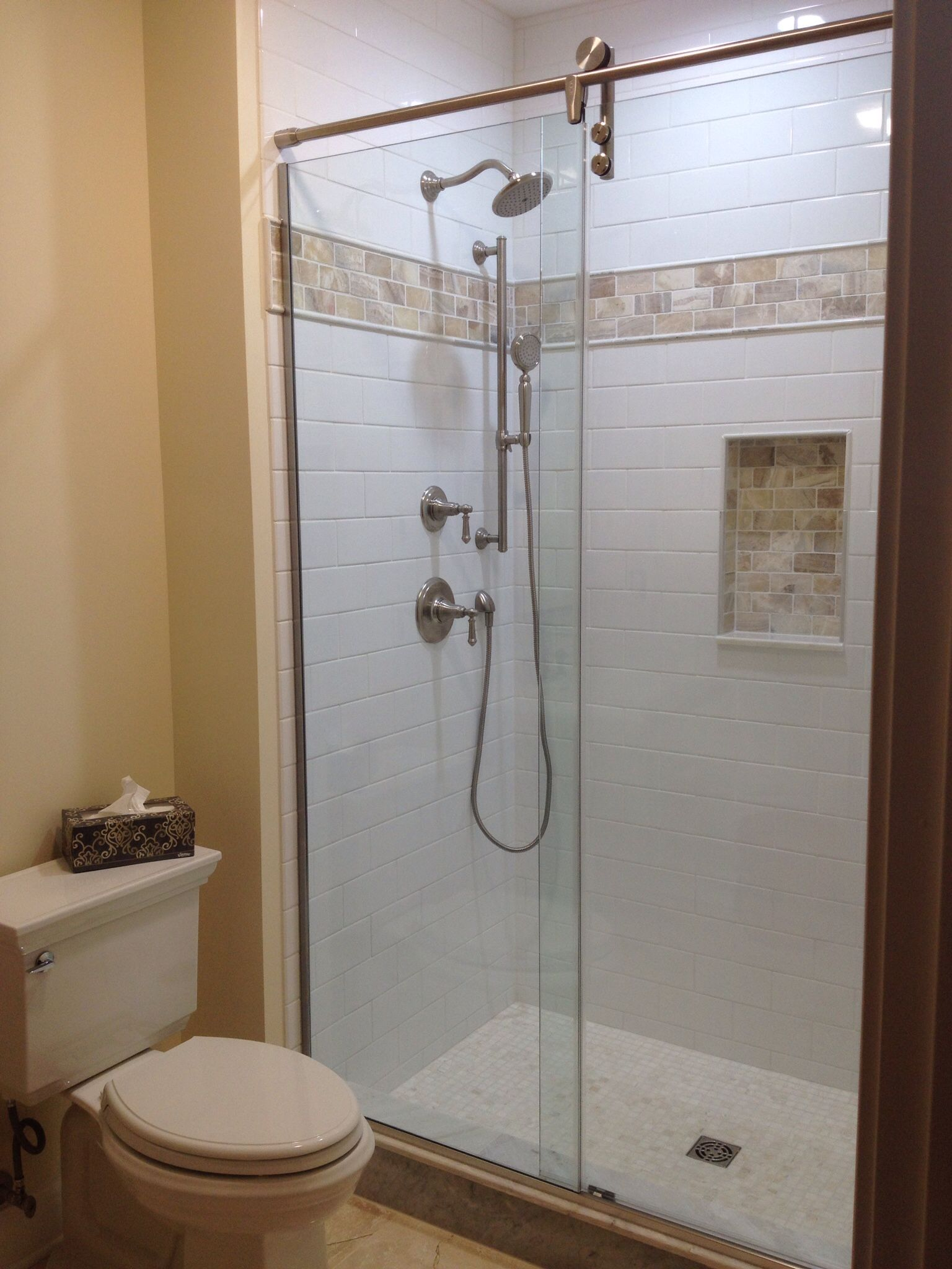 White Subway Tile With Onyx Accent