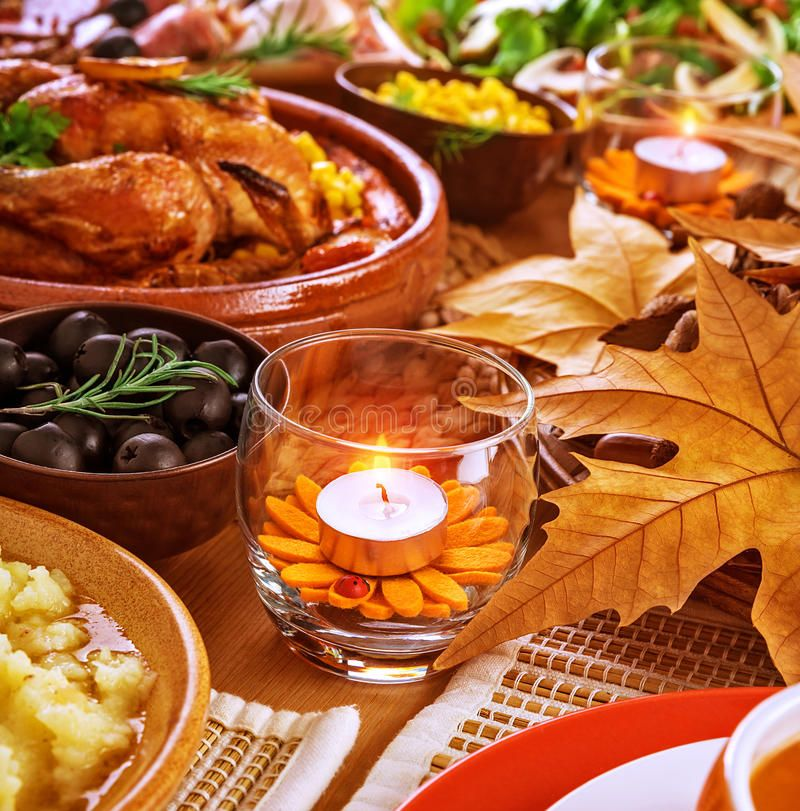 Thanksgiving Table Decoration Thanksgiving Day Menu Traditional Oven Roasted C Sponsored Affilia In 2020 Thanksgiving Dinner Menu Holiday Side Dishes Dinner Menu