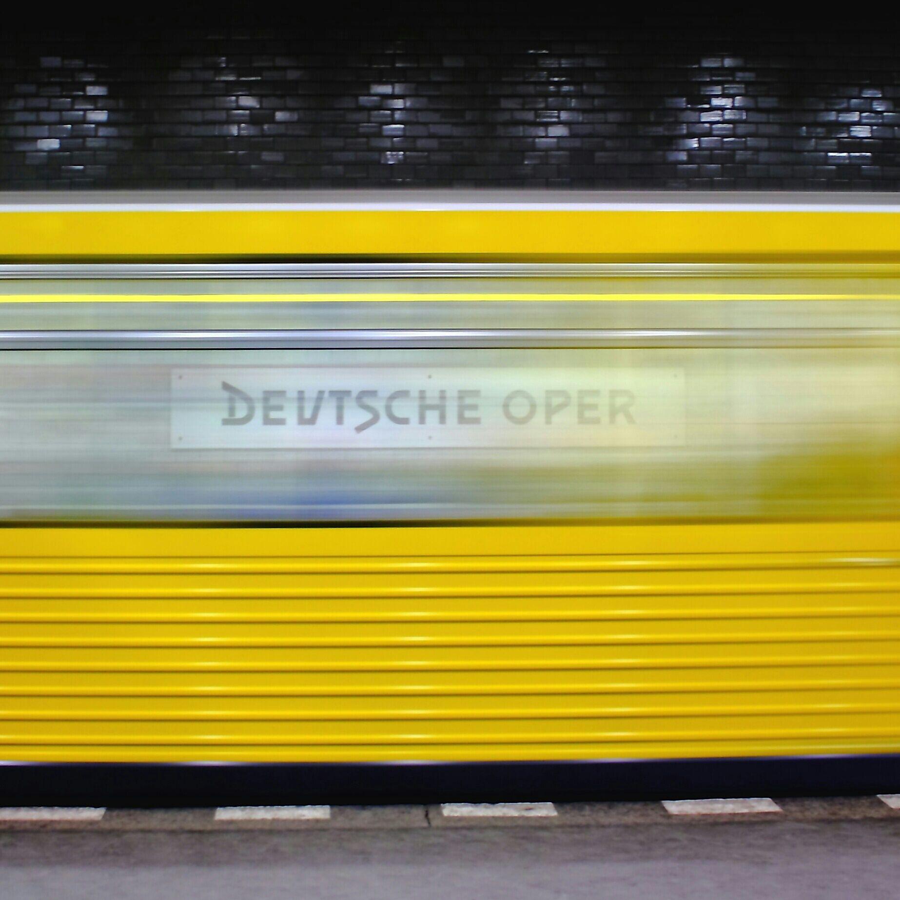 U-Bahn Deutsche Oper Berlin | repinned by an #Reiseagentur für Kita- und #Klassenfahrten from #Berlin / #Germany - www.altai-adventure.de | Follow us on www.facebook.com/AltaiAdventure#!/AltaiAdventure
