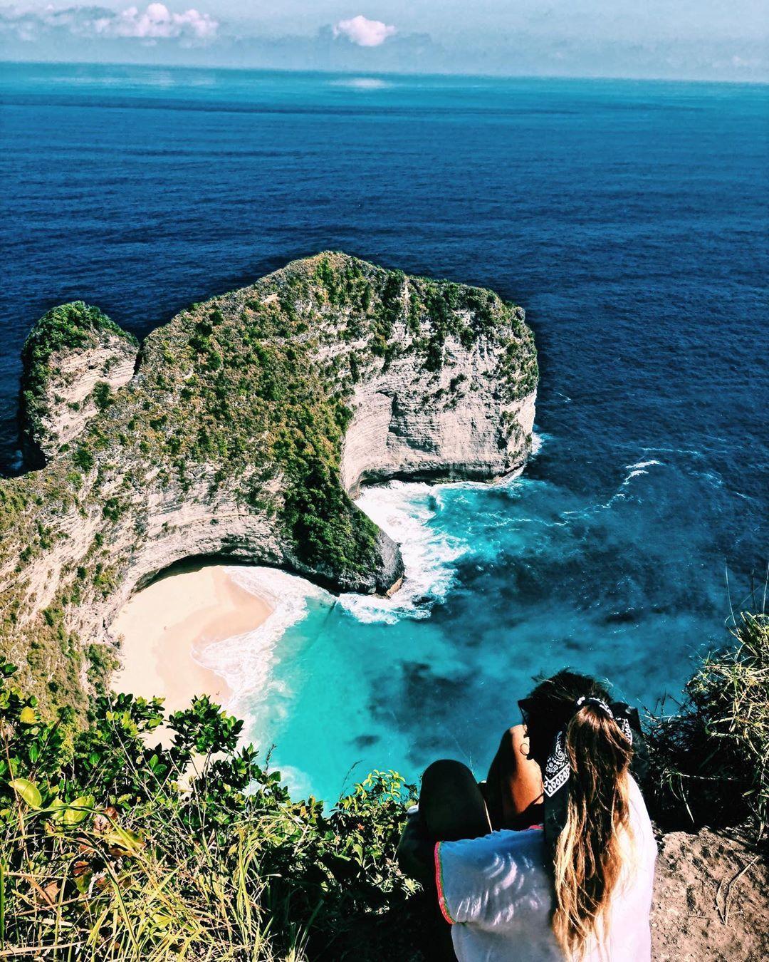 Nuestro punto de contacto... la 𝑒𝓃𝑒𝓇𝑔𝒾𝒶 ✨ • • • #viajar #vivir #travel #traveler #traveling #travellife #life #vida #freedom #libertad #energy #vibes #love #amor #kelingkingbeach #nusa #nusapenida #indonesia #asia #mytrip